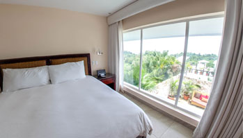 preview-panorama-of-the-deluxe-suite-at-the-gaia-hotel-and-reserve